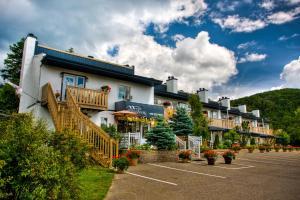 Motel Le JoliBourg - Accommodation - Saint-Sauveur-des-Monts