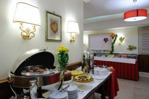 Hotel Giulio Cesare, Отели  Рим - big - 48