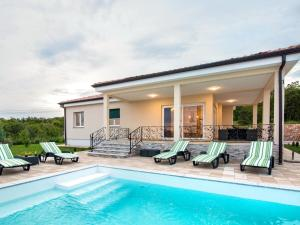 Holiday Home Mirage (RIJ200)
