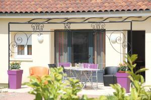 Location gîte, chambres d'hotes Village Cap France Terrou dans le département Lot 46