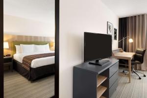 Country Inn & Suites by Radisson, Chippewa Falls, WI - Hotel - Chippewa Falls