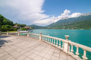 . Balcony on the lake Private apartment