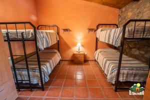 Albergue El Solitario, Vidiecke domy  Baños de Montemayor - big - 11