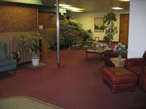 Glacier Gateway Inn