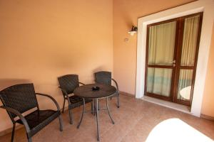 Family Triple Room (2 Adults + 1 Child)
