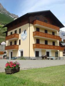 Appartamenti Casa Vacanze Raethia - AbcAlberghi.com