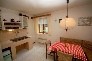 Holiday home in Branov 1198, Nyaralók  Branov - big - 8