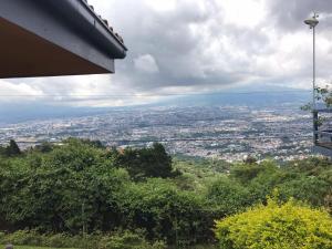 Cozy Mountain getaway, best view in the city., Alajuelita
