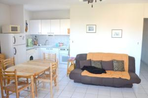 Apartment with 2 bedrooms in La Londe les Maures with enclosed garden 300 m from the beach