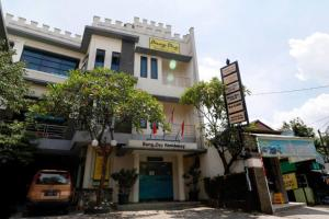 RedDoorz Plus near Universitas Indonesia