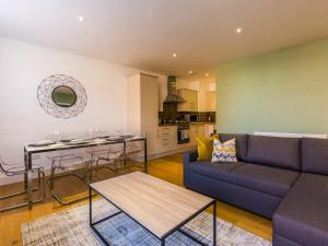 Beautiful two bed in the heart of Wimbledon, Ferienwohnungen - London