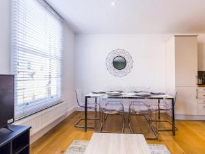 Beautiful two bed in the heart of Wimbledon, Apartmány  Londýn - big - 17