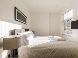 Beautiful two bed in the heart of Wimbledon, Apartmány  Londýn - big - 15