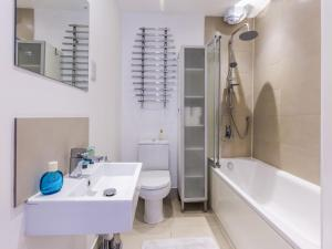 Beautiful two bed in the heart of Wimbledon, Apartmány  Londýn - big - 12
