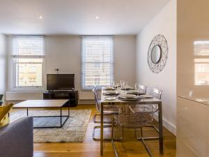 Beautiful two bed in the heart of Wimbledon, Apartmány  Londýn - big - 2