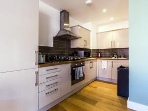 Beautiful two bed in the heart of Wimbledon, Apartmány  Londýn - big - 9