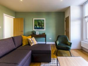 Beautiful two bed in the heart of Wimbledon, Apartmány  Londýn - big - 13