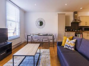Beautiful two bed in the heart of Wimbledon, Apartmány  Londýn - big - 11