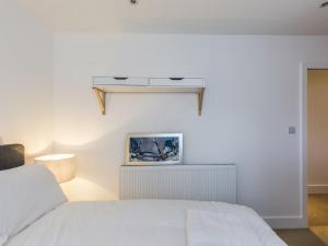 Beautiful two bed in the heart of Wimbledon, Apartmány  Londýn - big - 8
