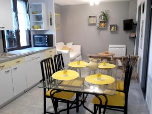 Apartment with one bedroom in Villeneuve, with enclosed garden and WiFi - Hotel - Villeneuve-d'Aveyron