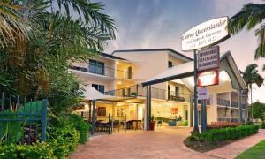 Cairns Queenslander Hotel & Ap..