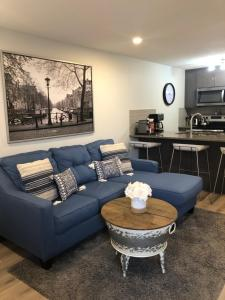 . Fresh Condo - Steps from South Health Campus & More!