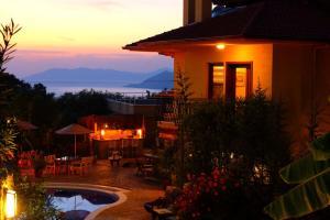Mandarin Hotel, Фаралия