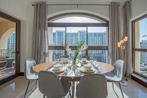 Modern 2 BR Apartment Family Holiday Home in Palm - Dubai