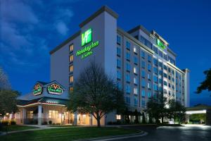 Holiday Inn Hotel & Suites Ove..