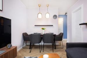 Apartments Warsaw Nowowiejska by Renters