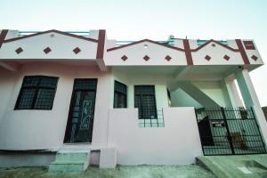 . Elegant 2BHK House near Fateh Sagar