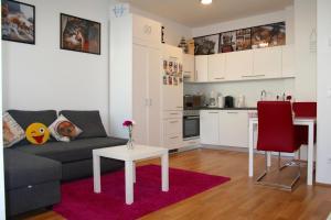 Trendy Danube Apartment - Close to UN