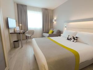 Holiday Inn Express Pamplona - Hotel - Mutilva Baja