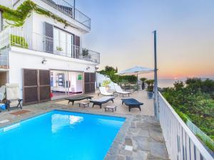 Priora Villa Sleeps 14 Pool WiFi - AbcAlberghi.com