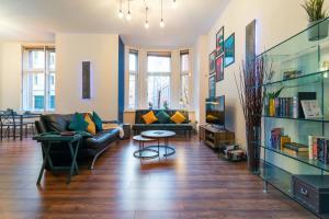 Beautiful designer city centre apartment inc Parking
