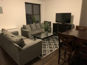 MIDTOWN NEWLY RENOVATED 2BR 1BA 3 BLOCKS FROM CENTRAL PARK AND ROCKEFELLER CENTER, ELEVATOR