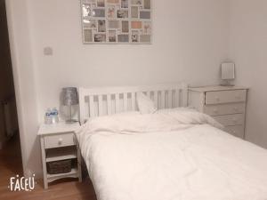 Clean & comfortable double bed room in north of London