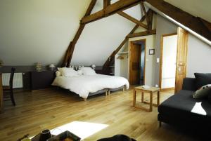 Chambres d'hôtes La Penhatière, Bed and Breakfasts  Baulon - big - 3