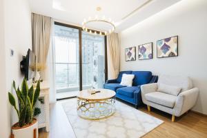 LYNN HOUSE: Vinhomes Serviced apartment