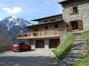 Location gîte, chambres d'hotes Beautiful Chalet in Champagny-en-Vanoise with Sauna dans le département Savoie 73