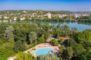Location gîte, chambres d'hotes Camping du Pont d'Avignon dans le département Vaucluse 84