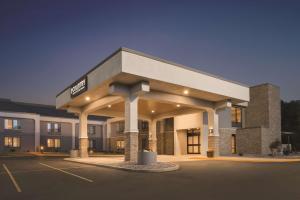Country Inn & Suites by Radisson, La Crosse, WI