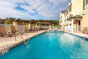 Country Inn & Suites by Radisson, Hinesville, GA