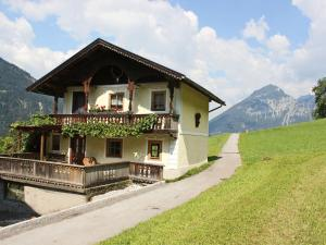 Cozy Chalet in Bruck am Ziller with Private Terrace - Hotel - Bruck am Ziller