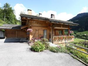 Location gîte, chambres d'hotes Cozy Chalet in Grand-Bornand with Garden Furniture dans le département Haute Savoie 74