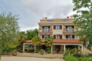 1A LILLY VABRIGA WITH SEA VIEW