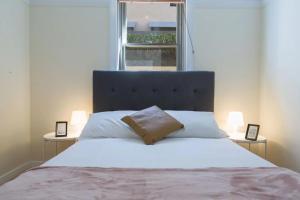 2 Bedroom Gorgeous Art Deco Classic Near CBD