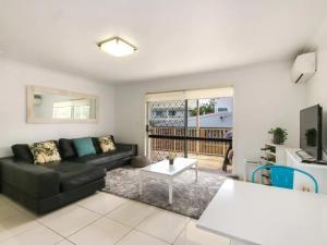 Contemporary 2 Bedroom Beachfront Apartment