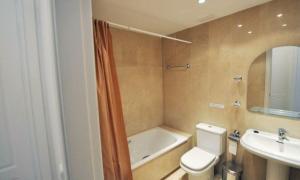 Fuengirola Villa Sleeps 10 Pool Air Con WiFi