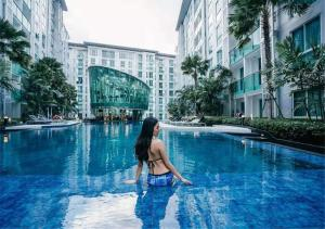 Downtown Pattaya City Center Residence Oversize pool apartment